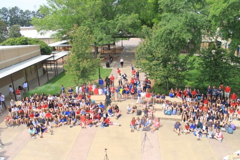 The entire crowd for Coffeehouse. The Photo courtesy Brook McCulley.