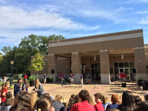 (L-R) J.P. Gathings, Wesley Roberson, Kelly McBride, Jennings Duncan, and Lawson Marchetti perform at Fall Fest. Photo Forrest Smith.