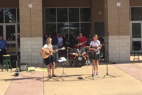 """Maclain and Chatham Kennedy perform """"Skinny Love"""" by Bon Iver at Fall Fest 2015. Photo by Matthew Clay."""
