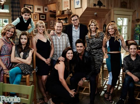 The cast of Fuller House (2016).