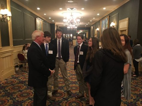 Senator Wicker chats with Phoebe Carlton.