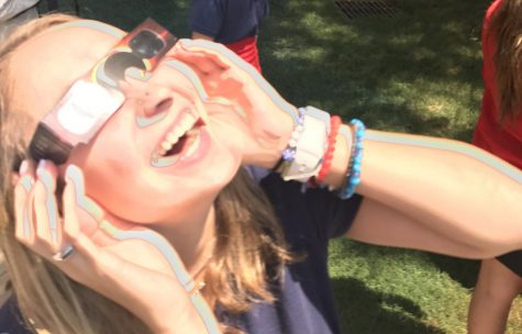 School pauses to watch solar eclipse