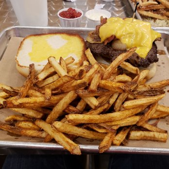 RESTAURANT REVIEW: Simple Burger