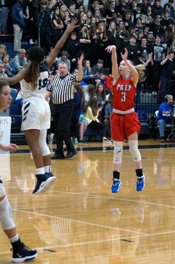 Andie Flatgard shoots a basket.