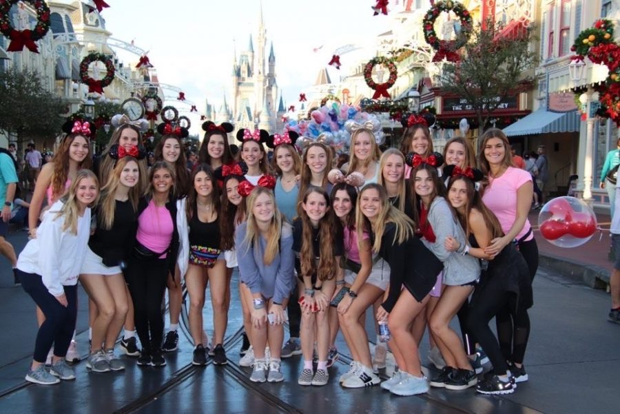 Sophomore+and+junior+Pacers+stand+in+front+of+Cinderella+Castle+in+the+Magic+Kingdom.+Photo+courtesy+of+Pacers